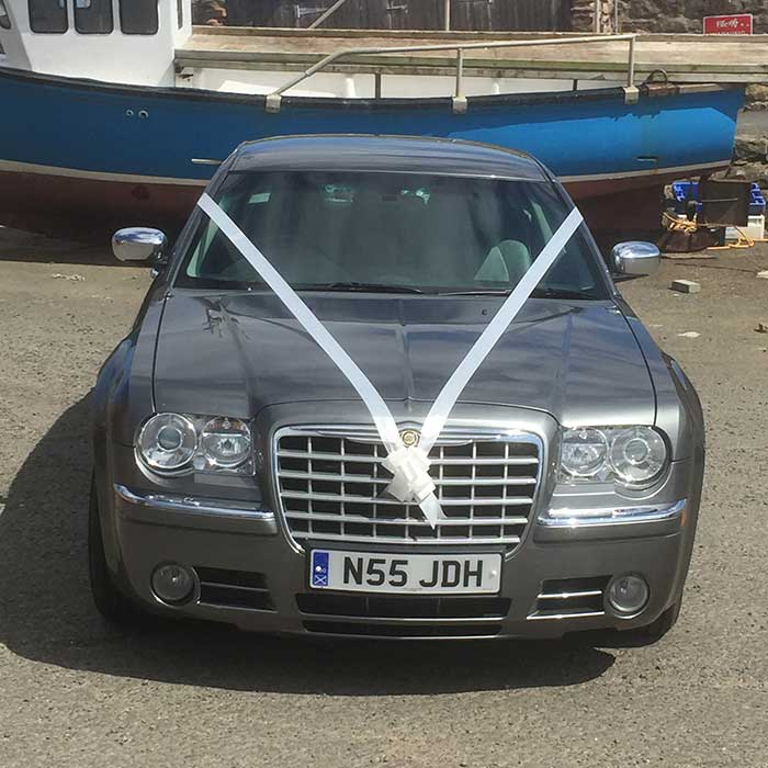 wedding-car-with-ribbons-front